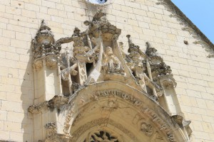 Das reich verzierte Portal der Schlosskapelle