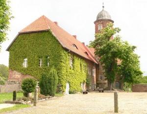 Burg Brome 2006 vor der Sanierung / Foto: Public Domain