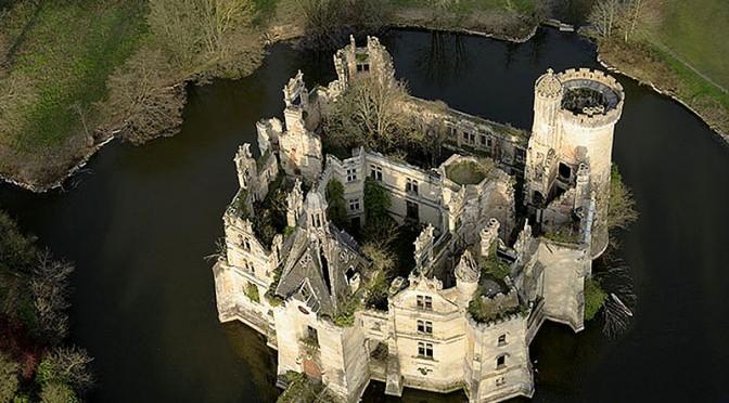 Die Ruine des Chateau Mothe Chandeniers / Foto: Wikipedia / Pierre Mairé / CC BY 2.5