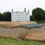 Schloss Ahrensburg: Kampf gegen Teichschlamm