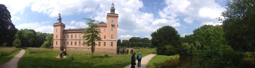 Panoramablick auf das Herrenhaus von Schloss Gracht