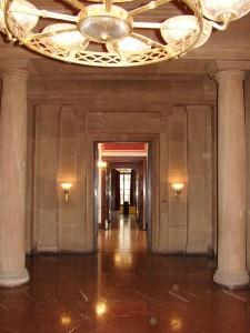 Eingang der ehemaligen Kapelle, die dann zu Hitlers Arbeitszimmer wurde, das er nie nutzte