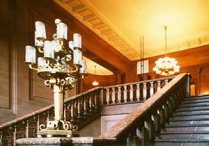 Treppenflucht im Posener Schloss / Foto: Wikipedia / CKZamek Schody 135-13 / CC BY 2.5