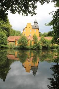 Schloss Holte spiegelt sich