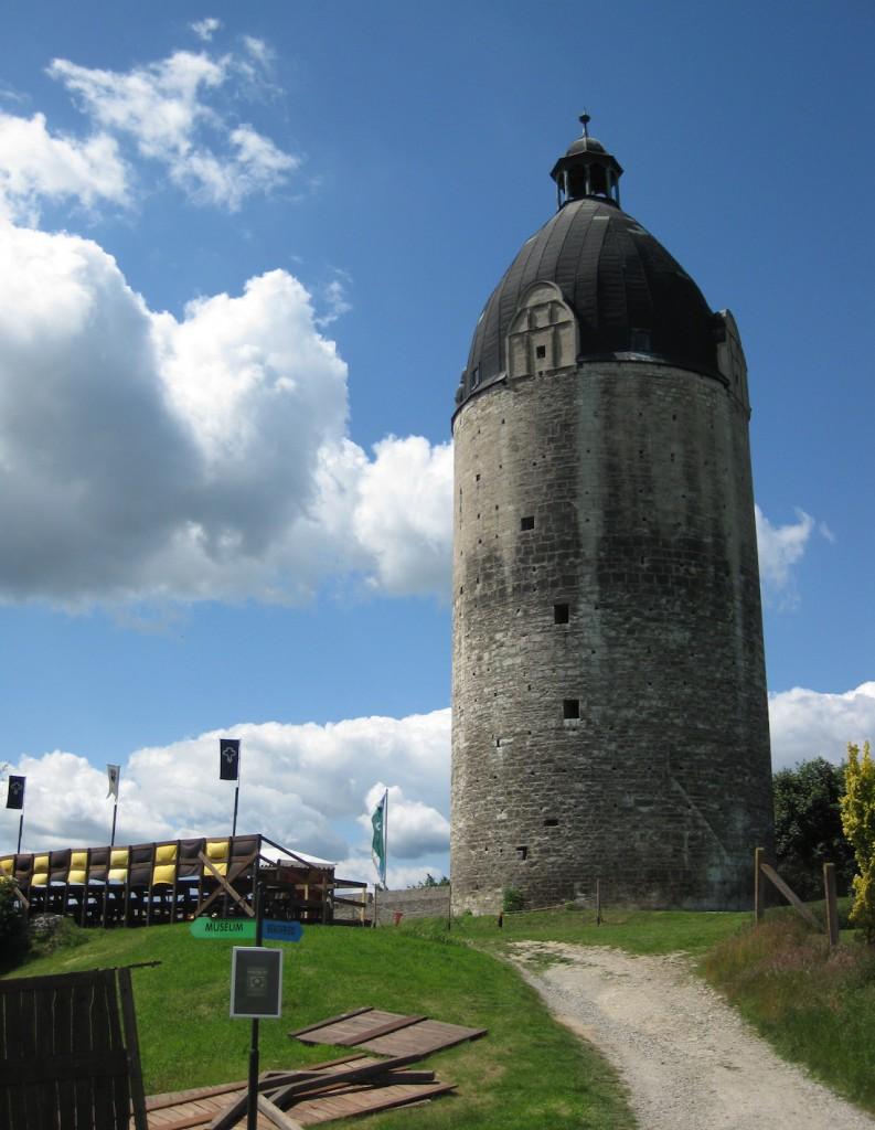 Schloss Neuenburg: Der Dicke Wilhelm / Fotos: Burgerbe.de