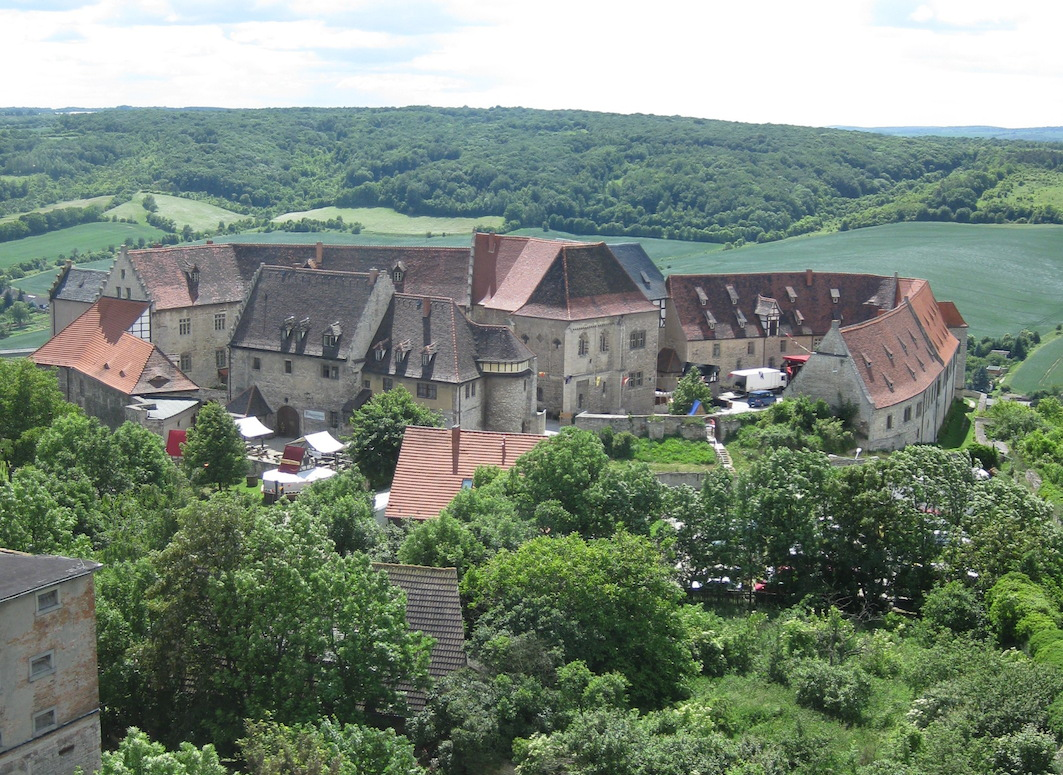 """Blick vom """"Dicken Wilhelm"""" auf die Burg"""