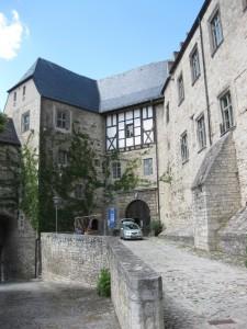 Schloss Neuenburg: Im Schlosshof