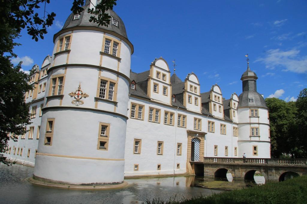 Schloss Neuhaus ist nur über Brücken erreichbar