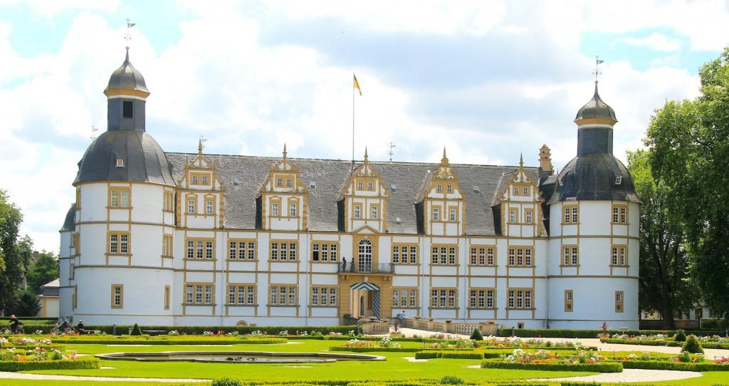 Schloss Neuhaus: Bischöfliche Pracht an der Lippe  / Fotos: Burgerbe.de