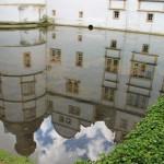 Das Spiegelbild von Schloss Neuhaus