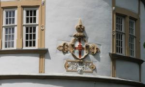 Bischöfliches Wappen von 1591 an den Rundtürmen