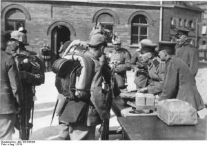 Soldaten in Berlin 1914: Es gibt Sold / Foto: Wikipedia / Bundesarchiv / CC-BY-SA 3.0