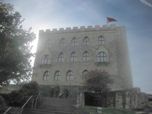 Das Hambacher Schloss im Gegenlicht