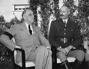 General Giraud (r.) und US-Präsident Roosevelt 1943 auf der Konferenz von Casablanca / Foto: gemeinfrei