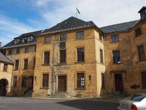 Im Hof von Schloss Blankenburg / Public Domain