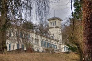 Schloss Heiligenberg: Im Ostflügel soll ein OP-Saal einziehen  Foto: Wikipedia / Heidas / CC-BY-SA 3.0