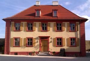 Das Amtshaus des Schlosses ist heute Restaurant und Vinothek / Foto: Wikipedia / Settembrini / CC-BY-SA 3.0