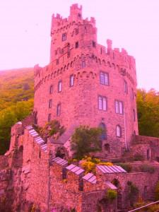 Julia aus Erkrath macht originelle Vorschläge zur farblichen Veränderung von Burg Sooneck. So etwa würde diese dann aussehen.