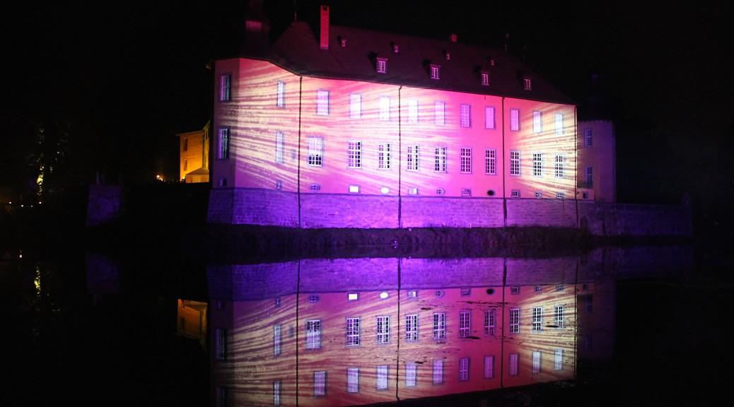 Bei der Illumina wird Schloss Dyck angestrahlt / Fotos: Burgerbe.de