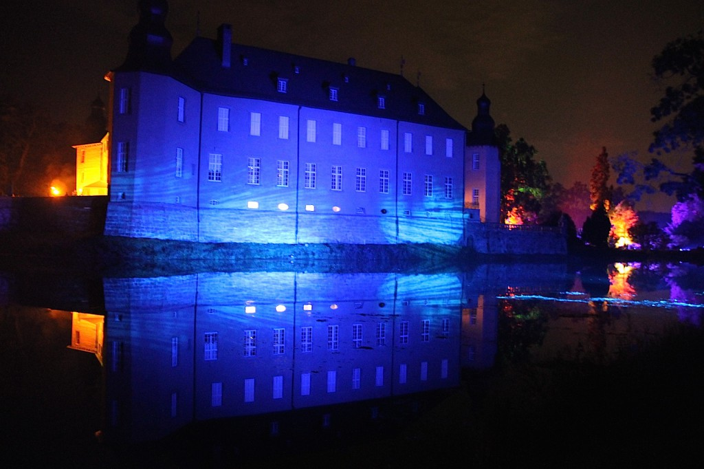 Das Schloss strahlt blau...