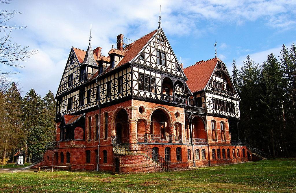 Auch nicht schlecht: Jagdschloss Gelbensande war Vorbild fürs Schloss Cecilienhof / Foto: Wikipedia / Richard Schröder / CC-BY-SA 3.0