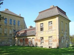 Hier gibt's noch viel zu tun: Rechter Eckpavillon von Schloss Kummerow / Foto: Wikipedia / Peter Schmelzle / CC-BY-CA 3.0