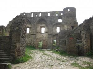 Die Ruine erinnert an die einstige Größe der Festung Burg Rheinfels