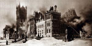 Der zentrale Block des kanadischen Parlaments nach dem Feuer von 1916 / Foto: gemeinfrei