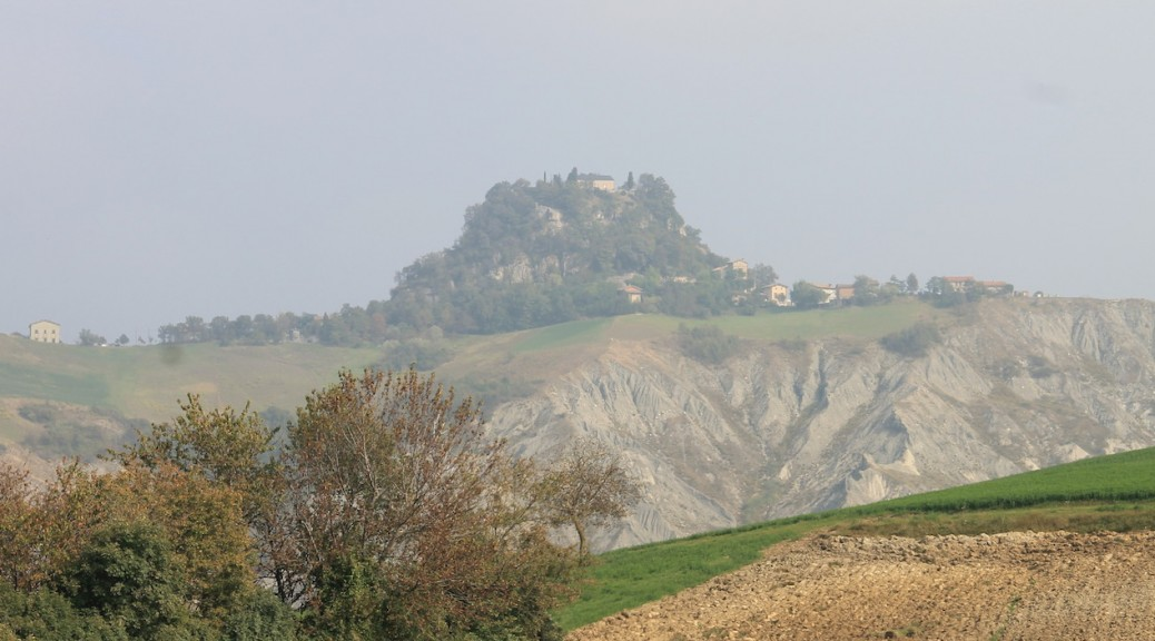 Der Burgberg mit dem Castello di Canossa / Fotos: Burgerbe.de