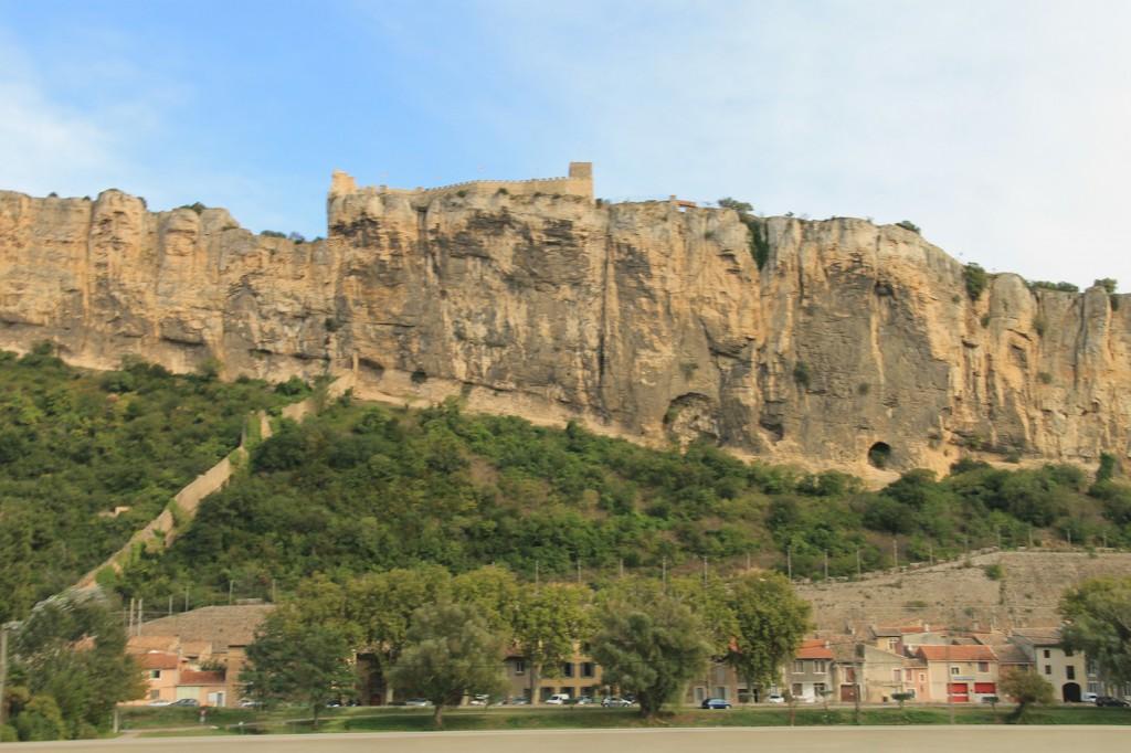Oben die Festung, unten Häuser