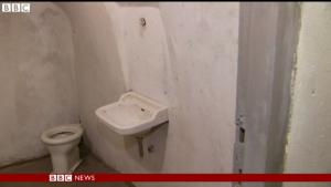 Ein Badezimmer im Mussolini-Bunker / Screenshot BBC