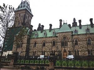 Der Komplex des kanadischen Parlaments ist von Türmen geprägt.