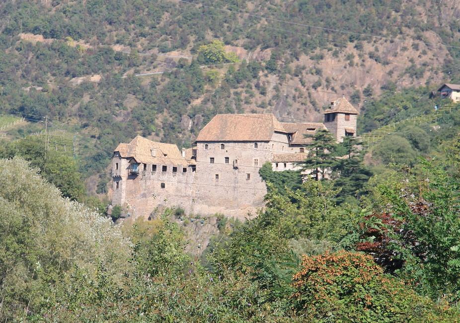 Bergige Gegend: Schloss Runkelstein bei Bozen / Foto: Burgerbe.de