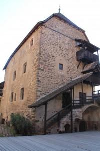 Die Gebäude der Burganlage sind gut restauriert.