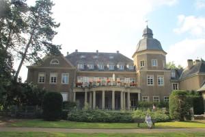Auch die Gartenseite von Schloss Garath kann sich sehen lassen / Fotos: Burgerbe.de