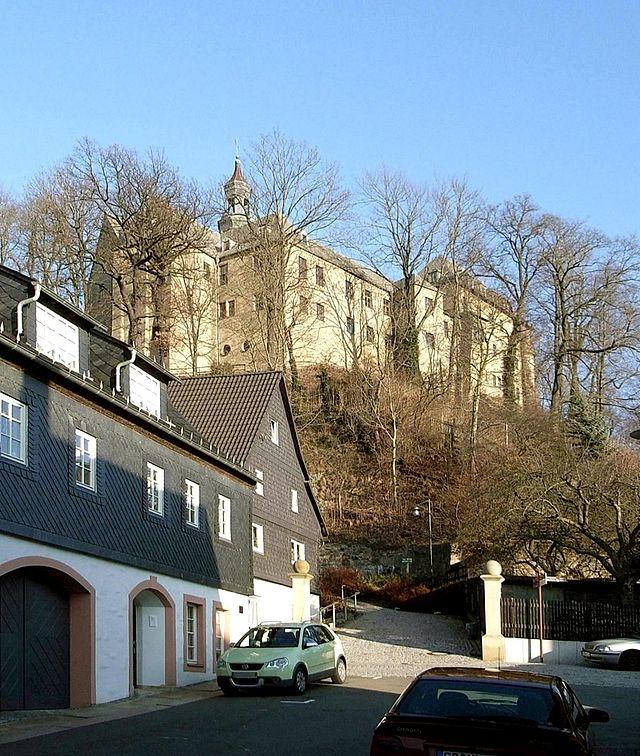 Blick zu Schloss Lichtenstein / Schloss Lichtenstein in Lichtenstein (Kreis Zwickau) / Foto: Wikipedia / Regi51 / CC-BY-SA 3.0