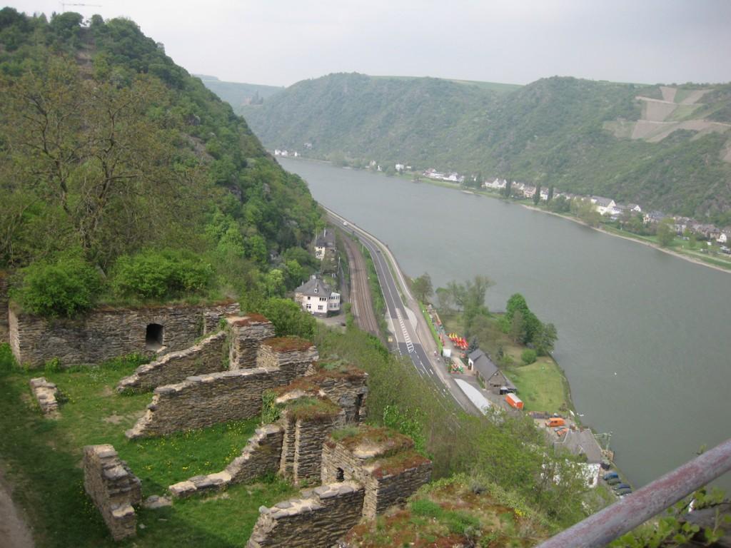 Blick von Burg Rheinfels ins Rheintal