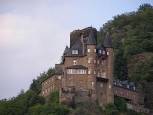 An einen Japaner verkauft; Burg Katz bei St. Goarshausen / Foto: Wikipedia / Ulrich Mayring / CC-BY-SA 3.0
