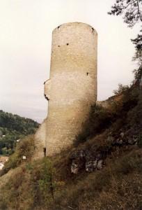 22 Meter hoch: Der Bergfried von Burg Loch / Foto: Wikipedia / Burg Loch 01