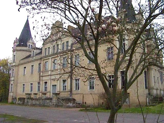Mit Ecktürmen wie ein Loire-Schloss: Schloss Burgkemnitz / Foto: Wikipedia / Tnemtsoni / CC-BY-SA 3.0