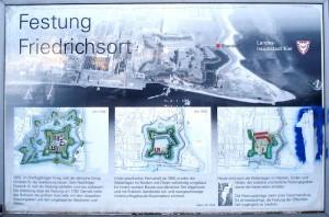 Info-Tafel vor den Resten der Festung Friedrichsort / Foto: gemeinfrei