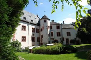 Burghof der Mildenburg mit Palas und Kemenate / Foto: Wikipedia / Pascal Reusch / CC-BY-SA 3.0