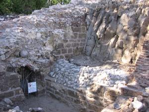 Von der ausgedehnten Burg sind nur noch Mauerreste übrig / Foto: gemeinfrei
