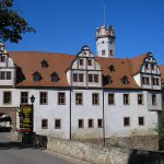 Schloss Forderglauchau: Dachbau dank Hubschrauber