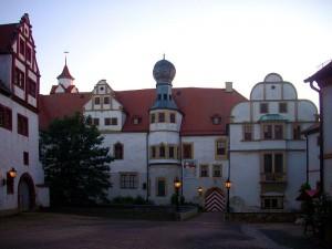 Nur durch einen Wallgraben von Schloss Forderglauchau getrennt, steht schloss Hinterglauchau / Foto: Wikipedia / Lucas Friese / CC-BY-SA 3.0