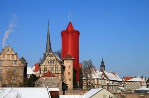 """Im Advent wird der Hinterturm von Burg Schlitz zur """"größten Weihnachtskerze der Welt"""" / Foto: Wikipedia / Doctordee / CC-BY-SA 3.0"""