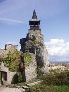 Auf den Stumpf des Bergfrieds wurde im 19. Jahrhundert ein Glockenturm gesetzt / Foto: gemeinfrei