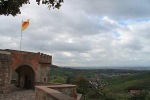 Auf dem Schloss flattert noch immer die Fahne des Hauses Baden.
