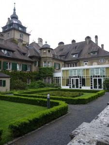Schlosshotel mit modernen Anbauten / Foto: Wikipedia / Foto-dus / CC-BY-SA 4.0
