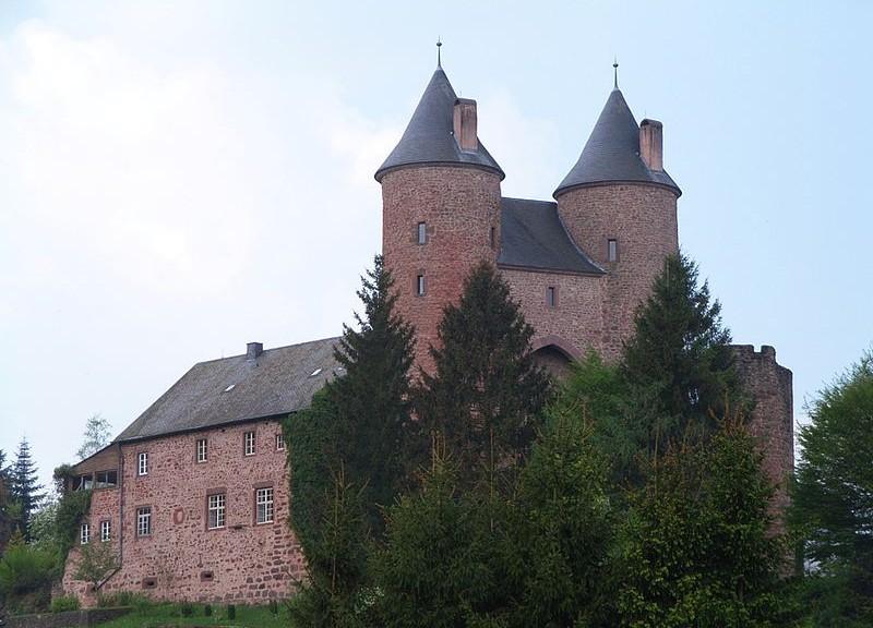 Die Bertradaburg mit ihrem charakteristischen, zweitürmigem Tor / Foto: Wikipedia / Beckstet / CC-BY SA 3.0
